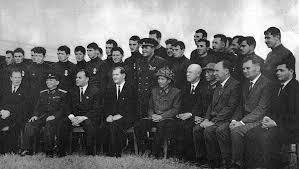 А. Н. Шелепин (сидит 3-й слева) после вручения боевых наград участникам войны во Вьетнаме. Ханой, 1966 год.