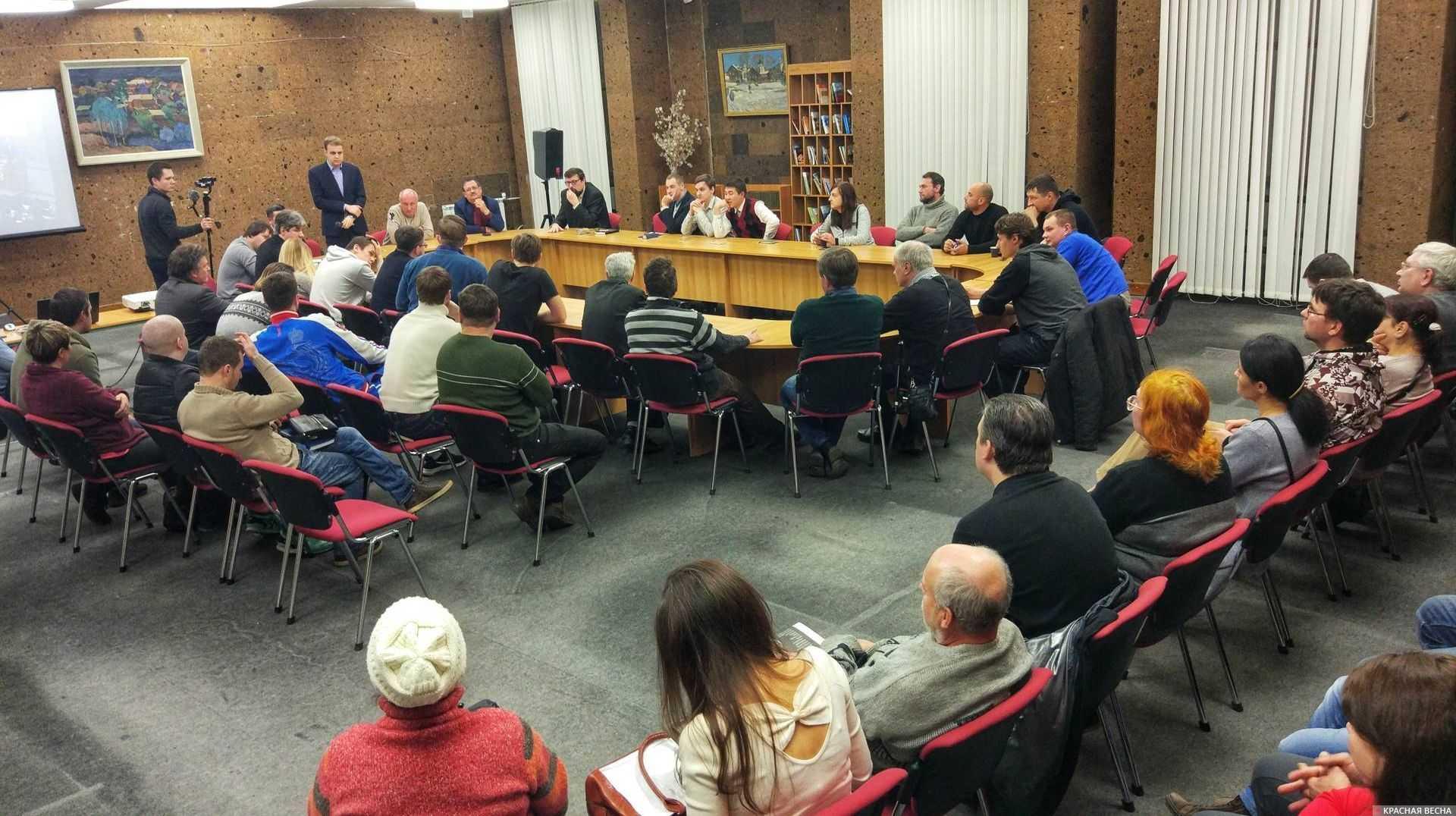 Дискуссия между депутатами парламентской оппозиции и гражданским обществом в Ростове-на-Дону
