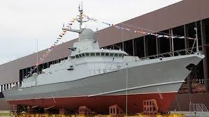 ВПетербурге спустят наводу новый небольшой ракетный крейсер