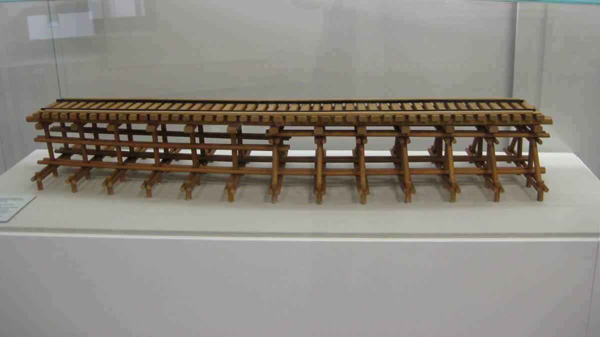 Макет низководного железнодорожного деревянного моста через Неву в Шлиссельбурге, построенного в 1943 году
