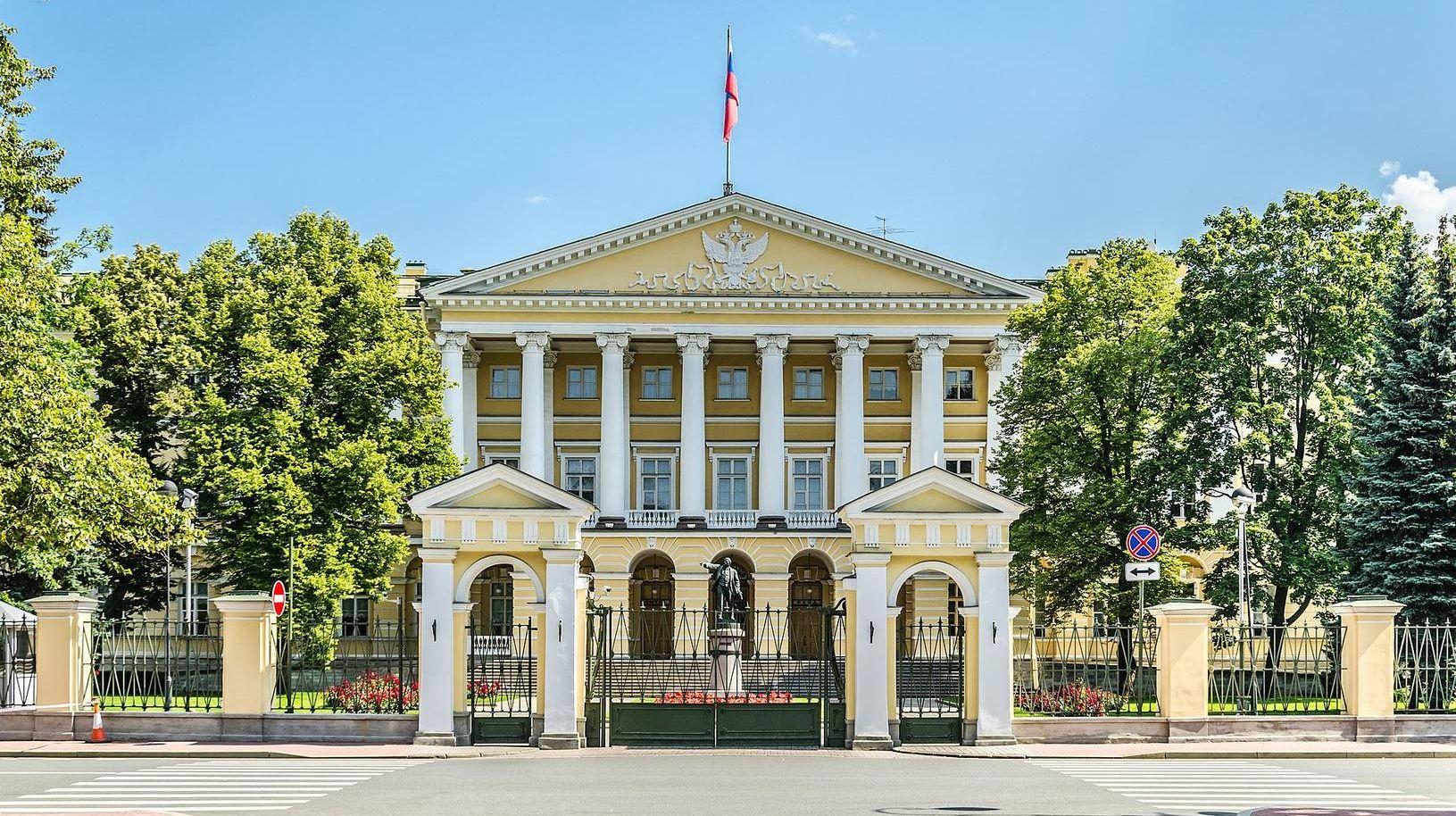 Смольный институт в Санкт-Петербурге