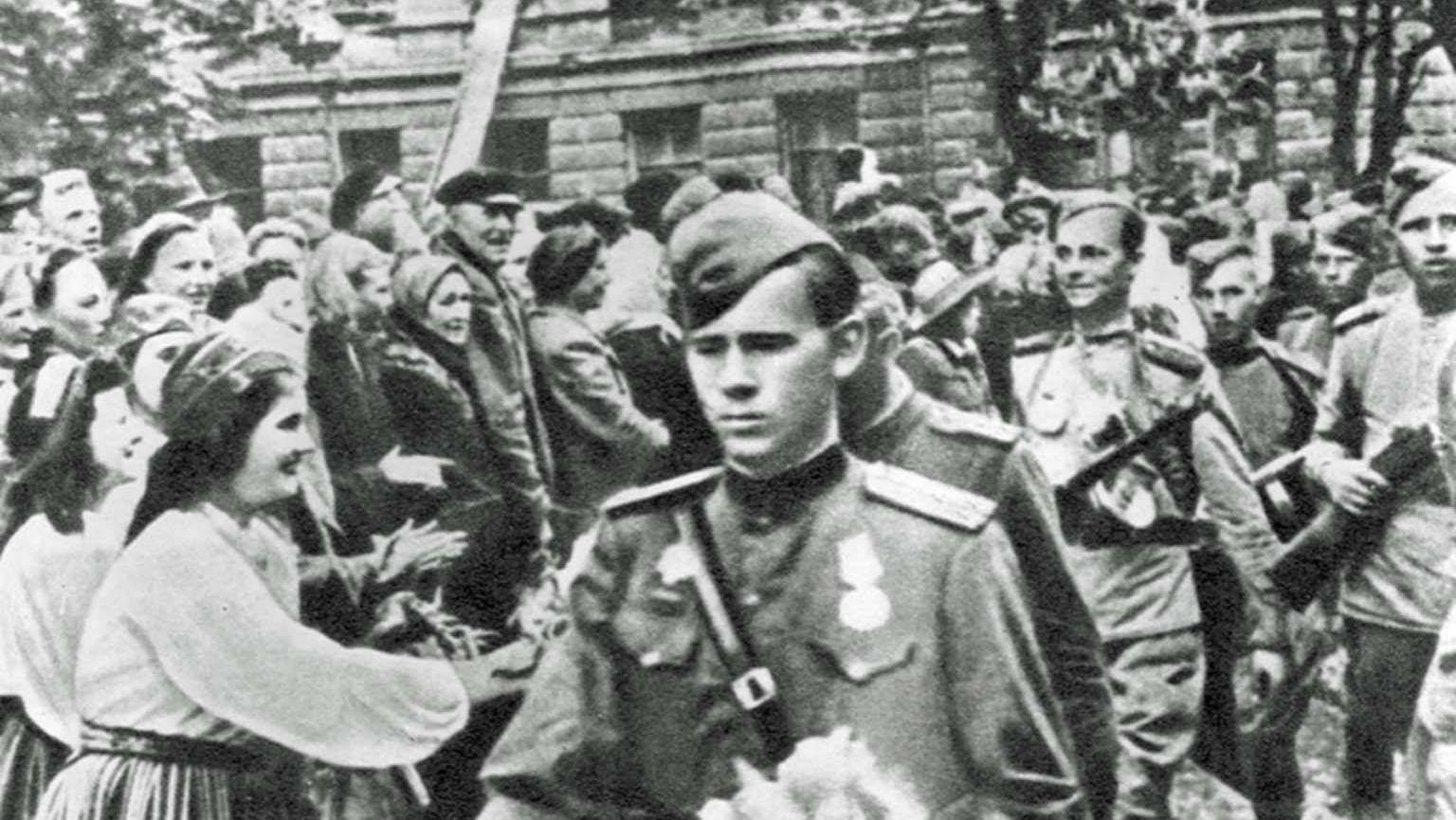 Воины 8-го эстонского корпуса вступают в Таллинн после освобождения города от германских войск. Сентябрь 1944 г.