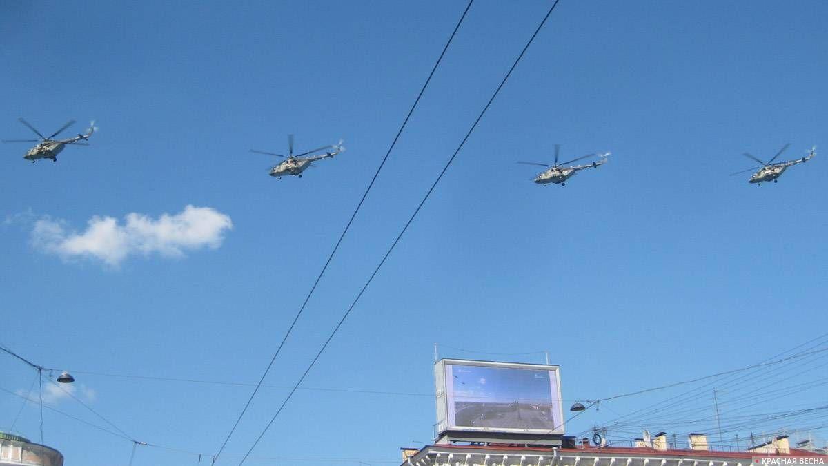 Санкт-Петербург. В небе над городом-героем военные вертолеты