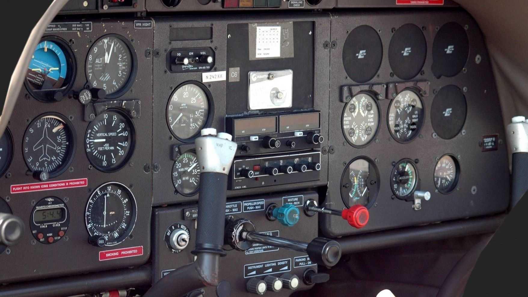Приборная доска самолёта