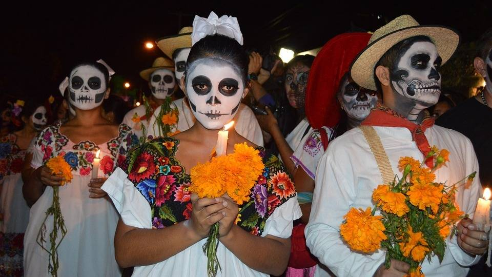 Парад мексиканского «Дня мертвых» перенесли сКрасной площади вГостиный двор
