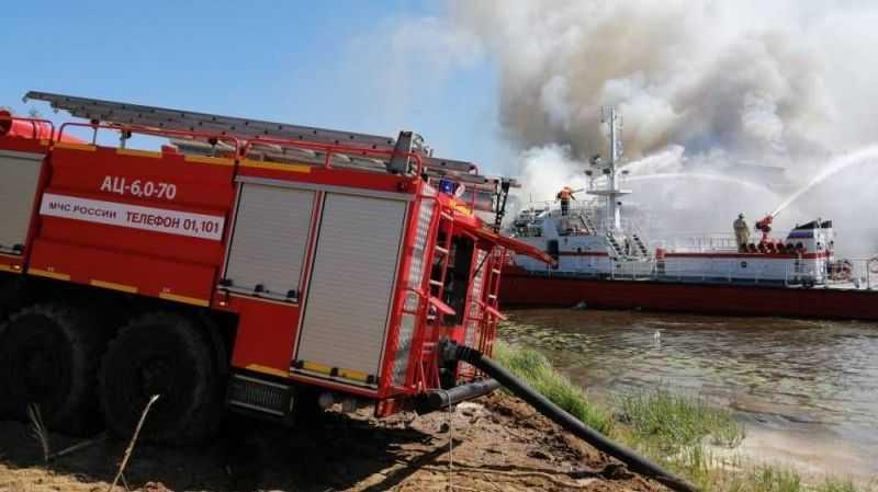 Тушение пожара на трехпалубном теплоходе «Святая Русь»