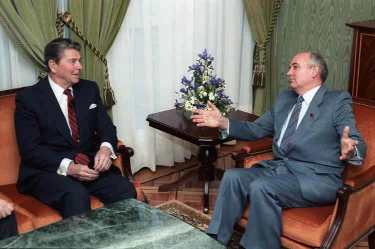 Горбачев и Рейган, 1985 год [(cc)Fed Govt]