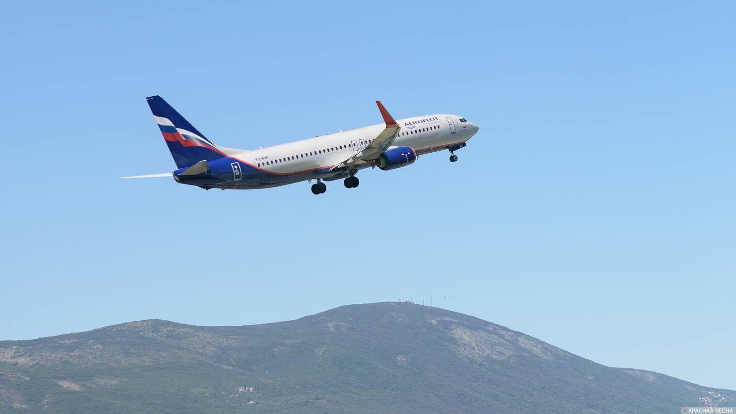 Взлет самолета авиакомпании «Аэрофлот»