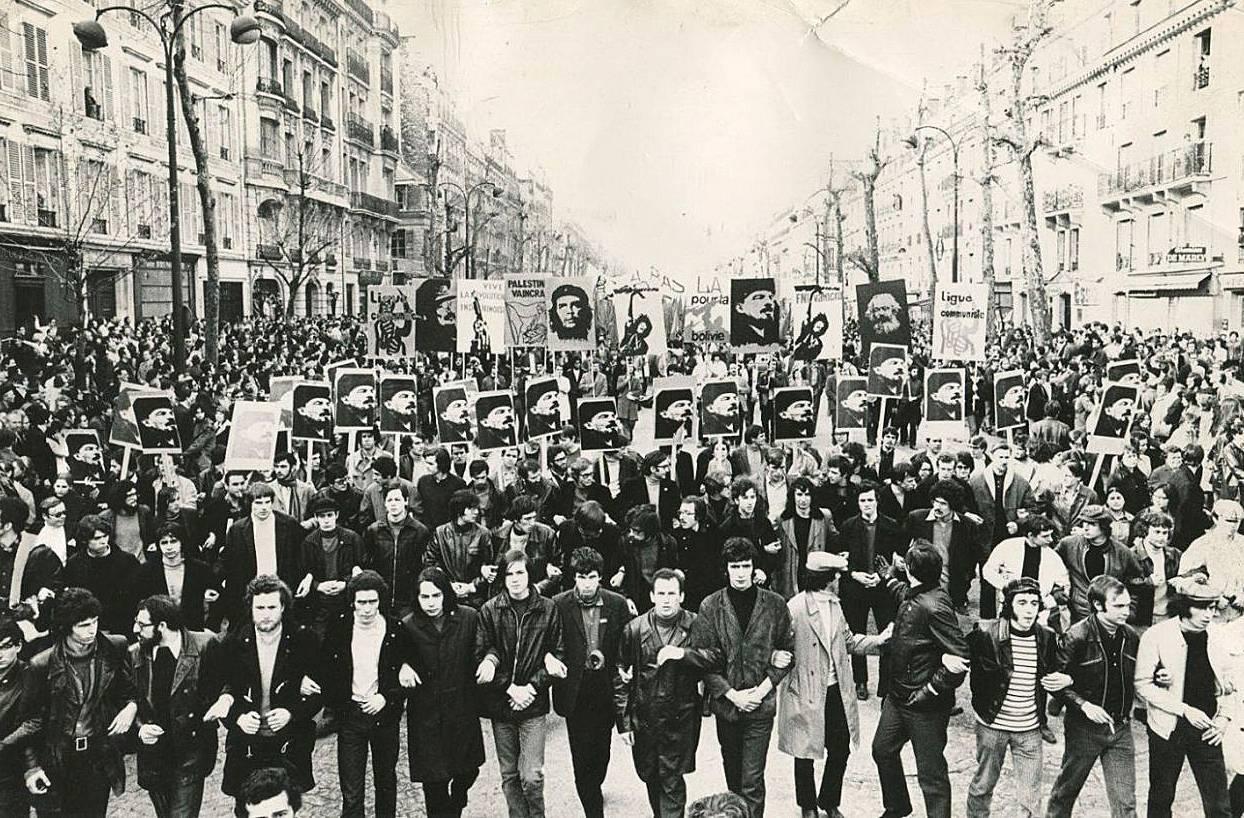 Демонстрация «Революционной коммунистической лиги» под лозунгом «Мы любим Ленина больше, чем кого-либо еще». Париж, 1970