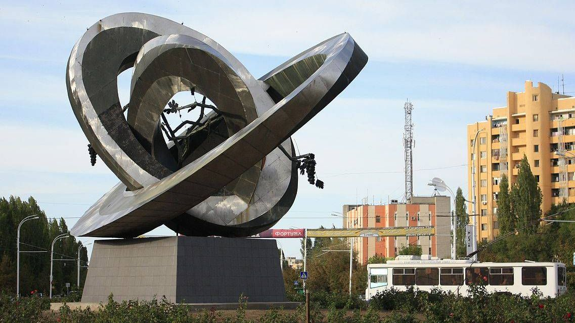 Памятник «Мирный атом» в Волгодонске