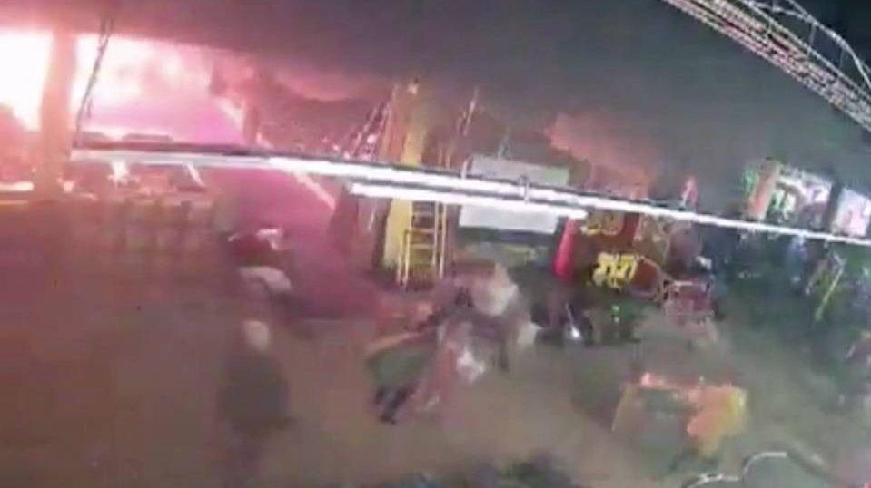 Начало пожара в торговом центре «Зимняя вишня»