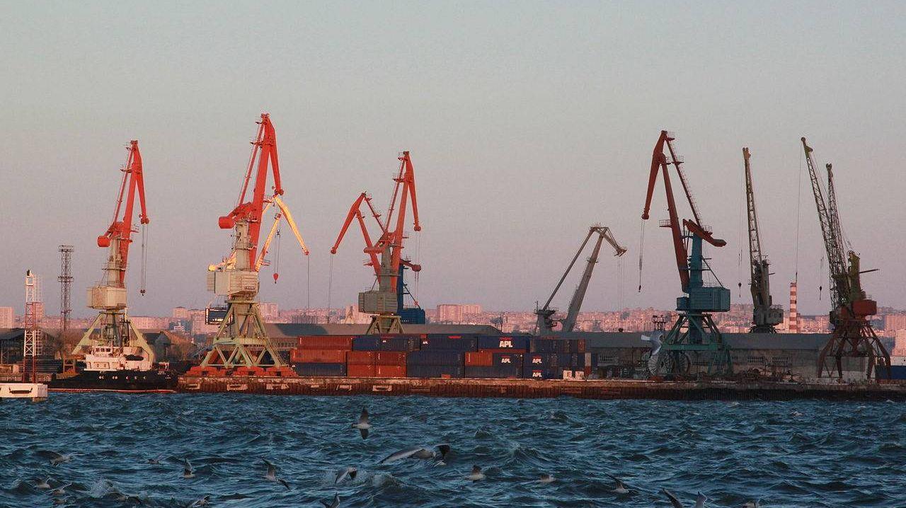 Порт в Каспийском море