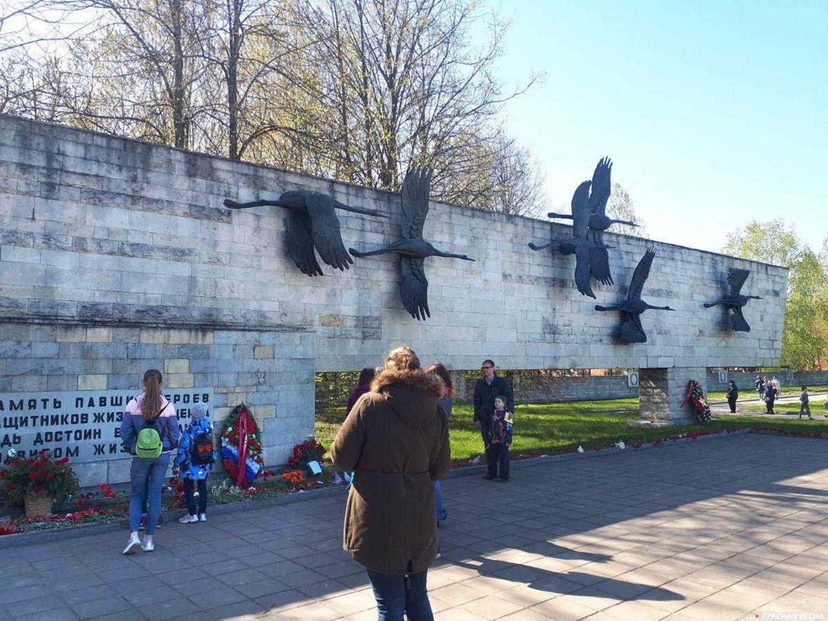 Санкт-Петербург, Невское воинское кладбище. Мемориал «Журавли».