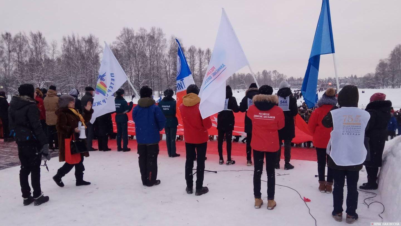 Школьники читают стихи на Пискарёвском мемориальном кладбище. 27.01.2019