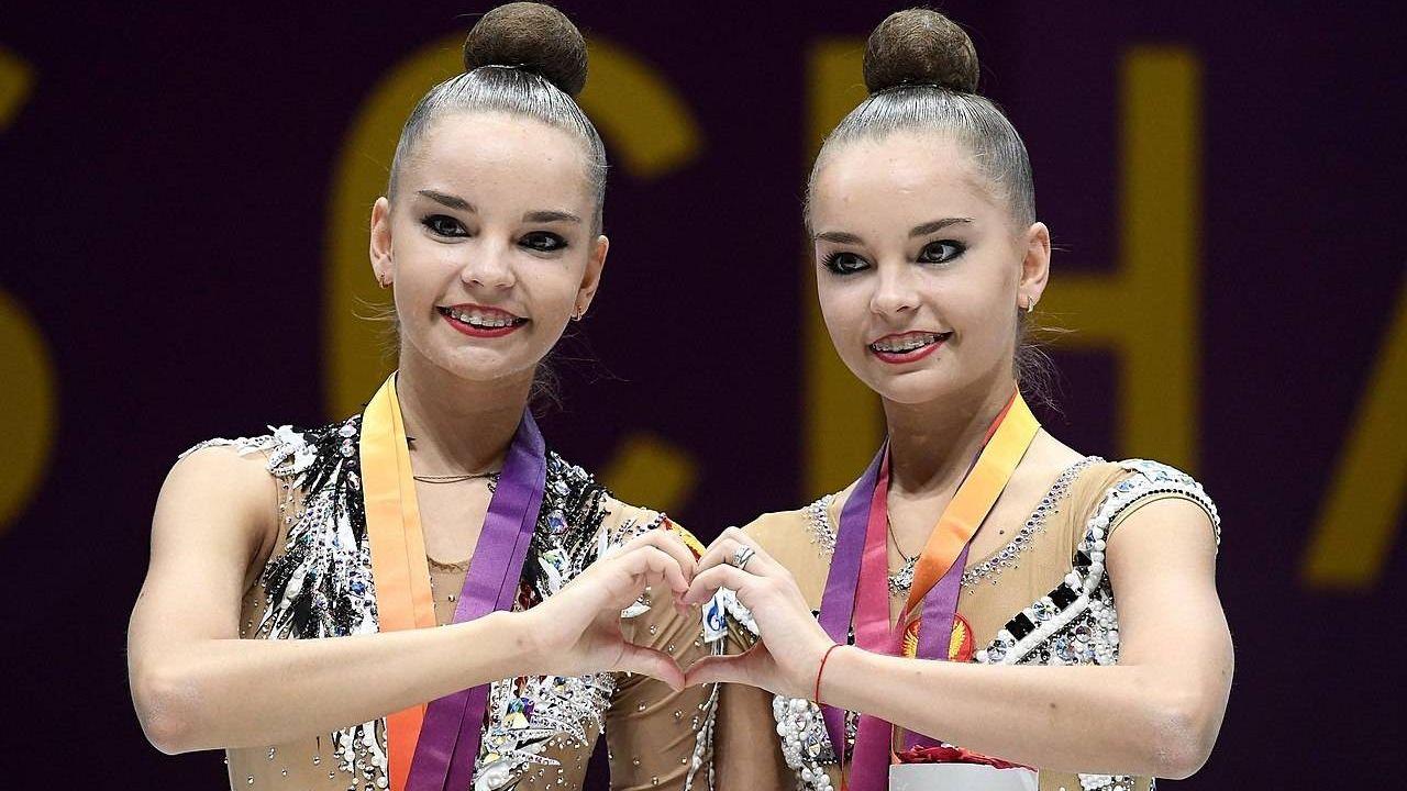 Сестры-близняшки Дина и Арина Аверины