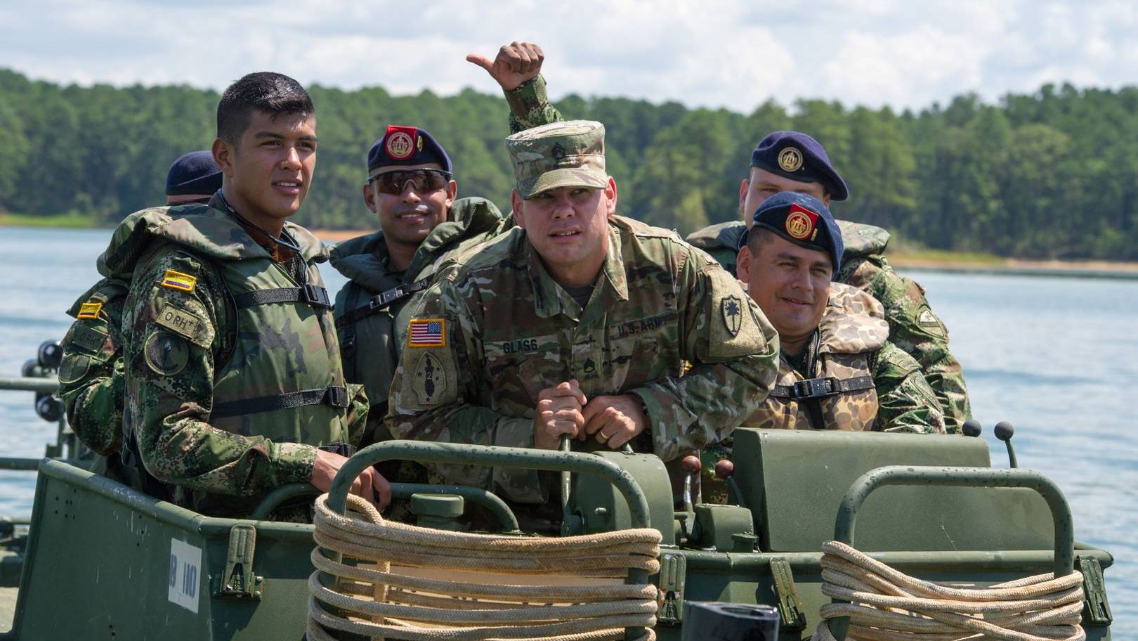 Колумбийские военные с инструктором из США