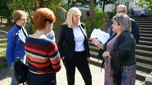 Вице-губернатор Краснодарского края Анна Минькова осмотрела место строительства школы