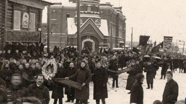 Похороны жертв «Кровавой пятницы» в Ярославле. Декабрь 1905 года