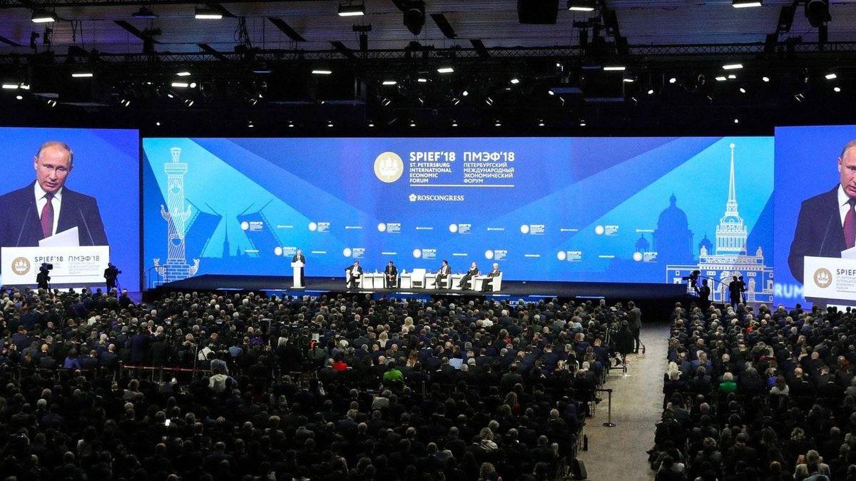 Пленарное заседание Петербургского международного экономического форума. 2018