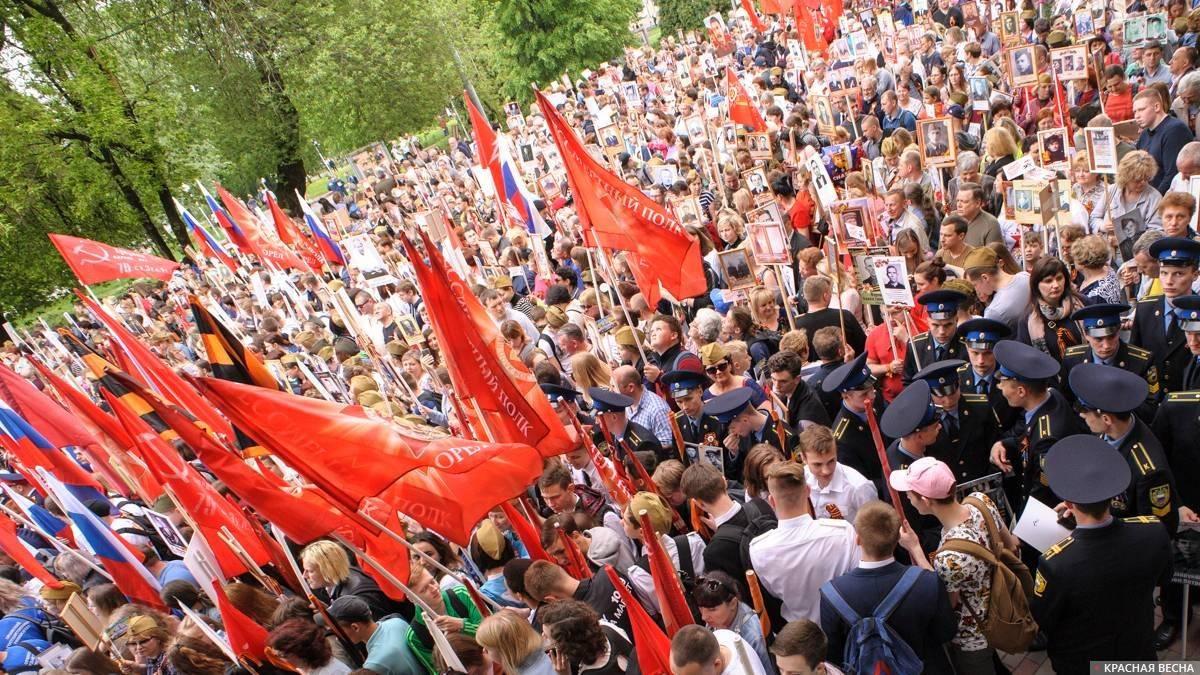«Бессмертный полк» готовится к маршу. Орёл (Александр Авдеев © ИА Красная Весна)