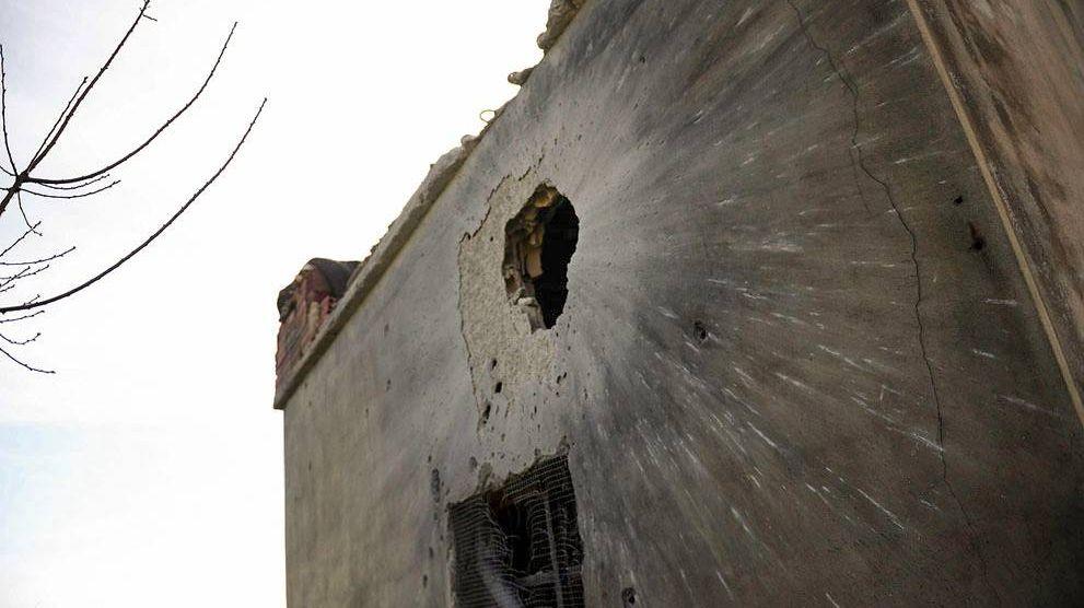 Стена Сирийского дома после обстрела