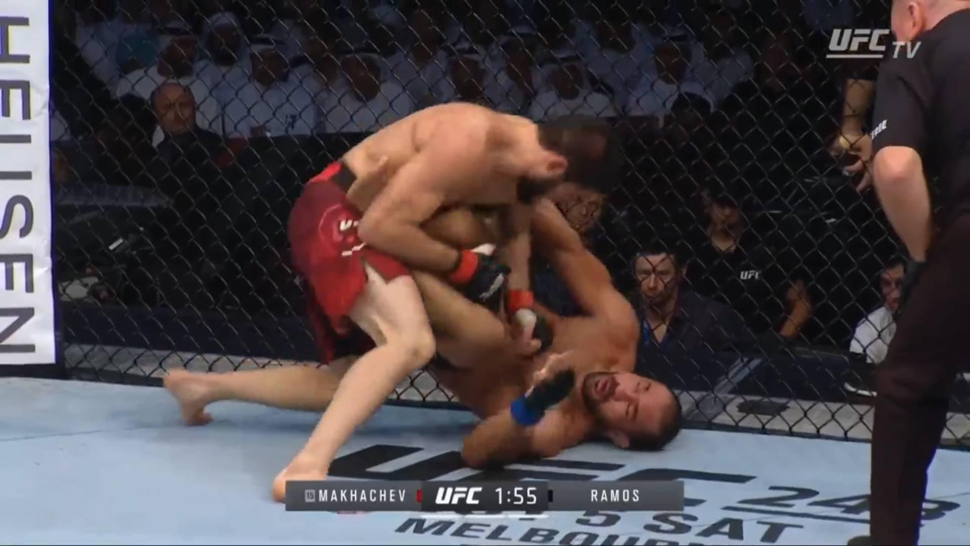Махачев сверху разбивает бразильца, а Рамос выживает