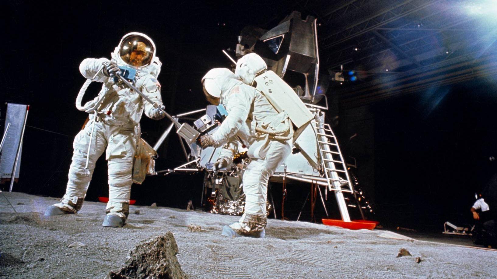 Тренировка выхода на Луну