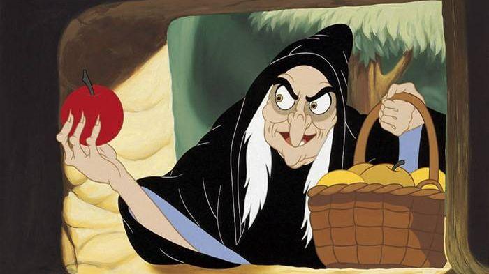 Ведьма с яблоком