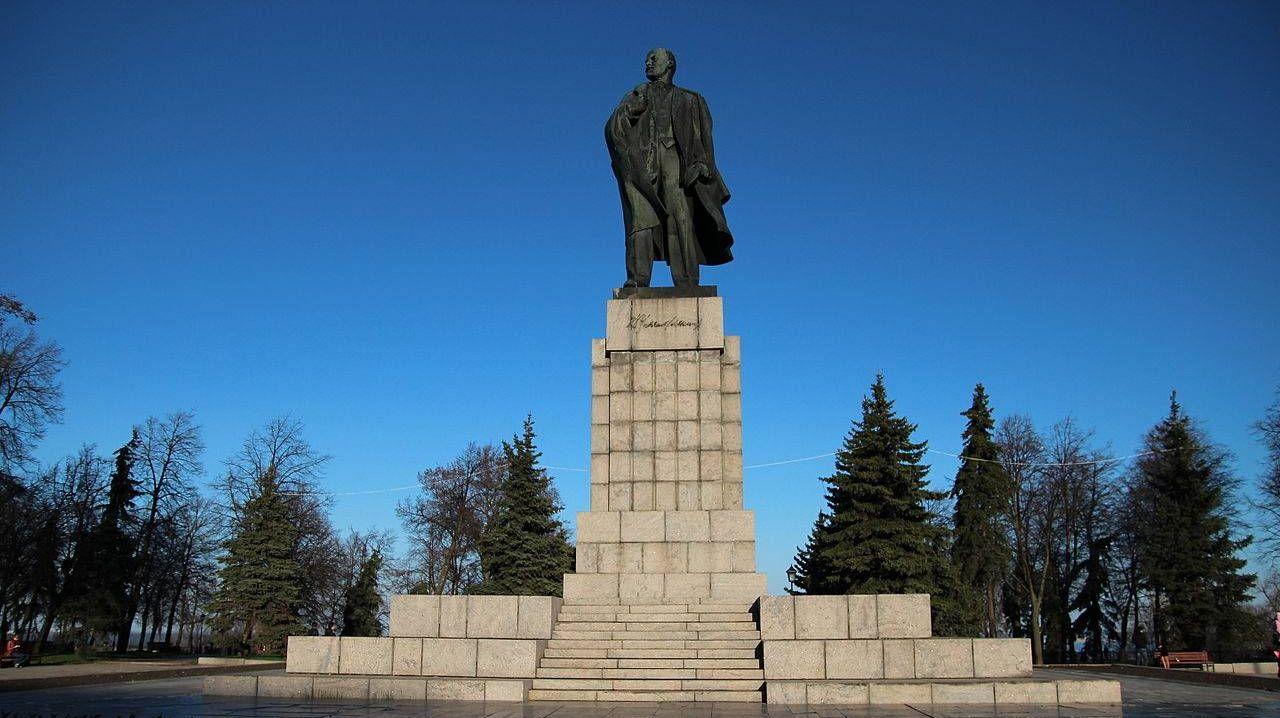 Памятник Ленину В.И., площадь Ленина, Ульяновск
