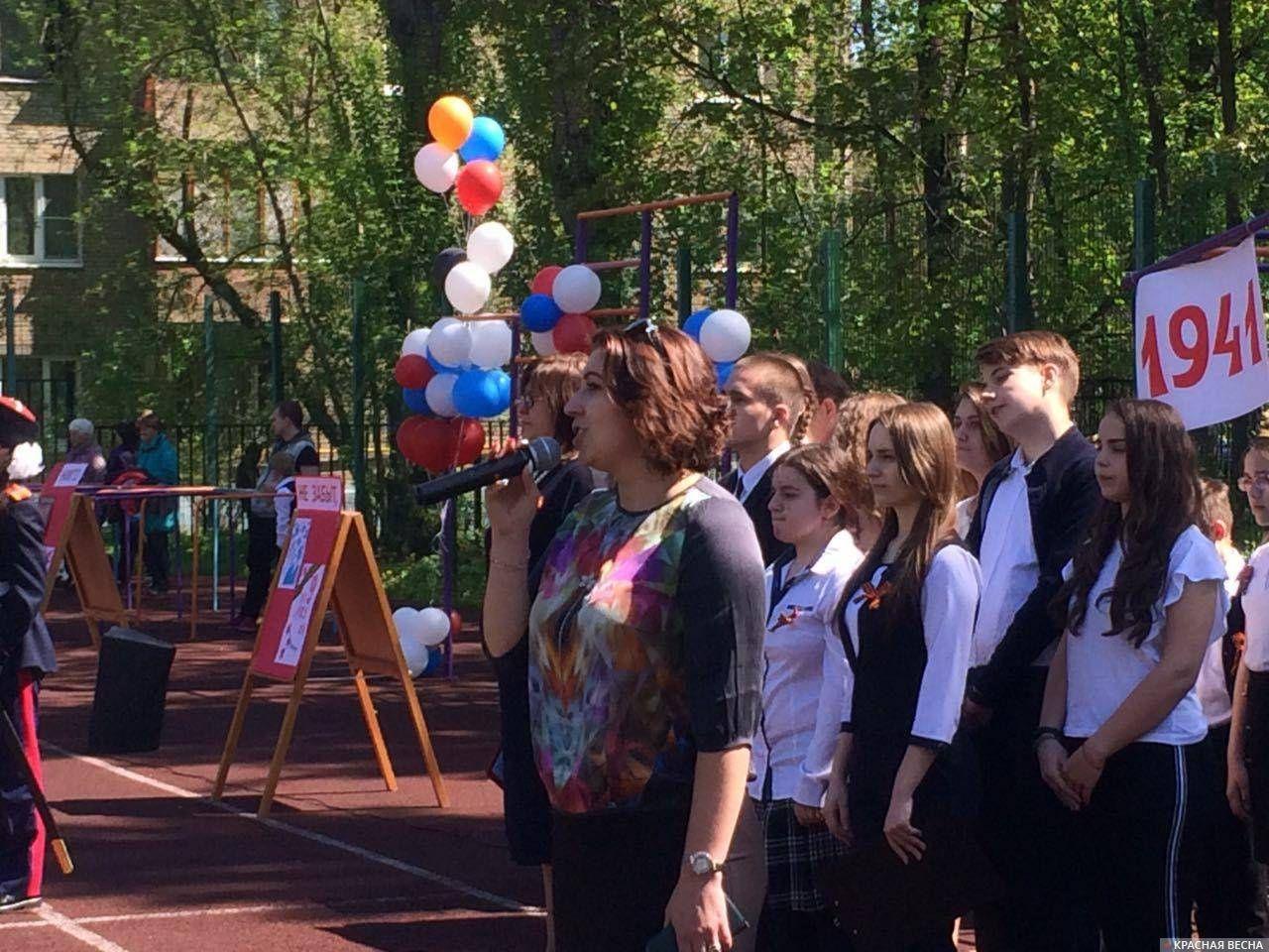 Выступает директор московской школы