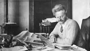 Лев Троцкий во время работы над книгой «История русской революции» на острове Принципи в Гвинейском заливе. 1931