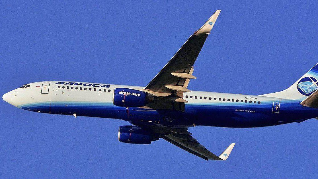 Самолет Boeing 737—800 авиакомпании «Алроса»