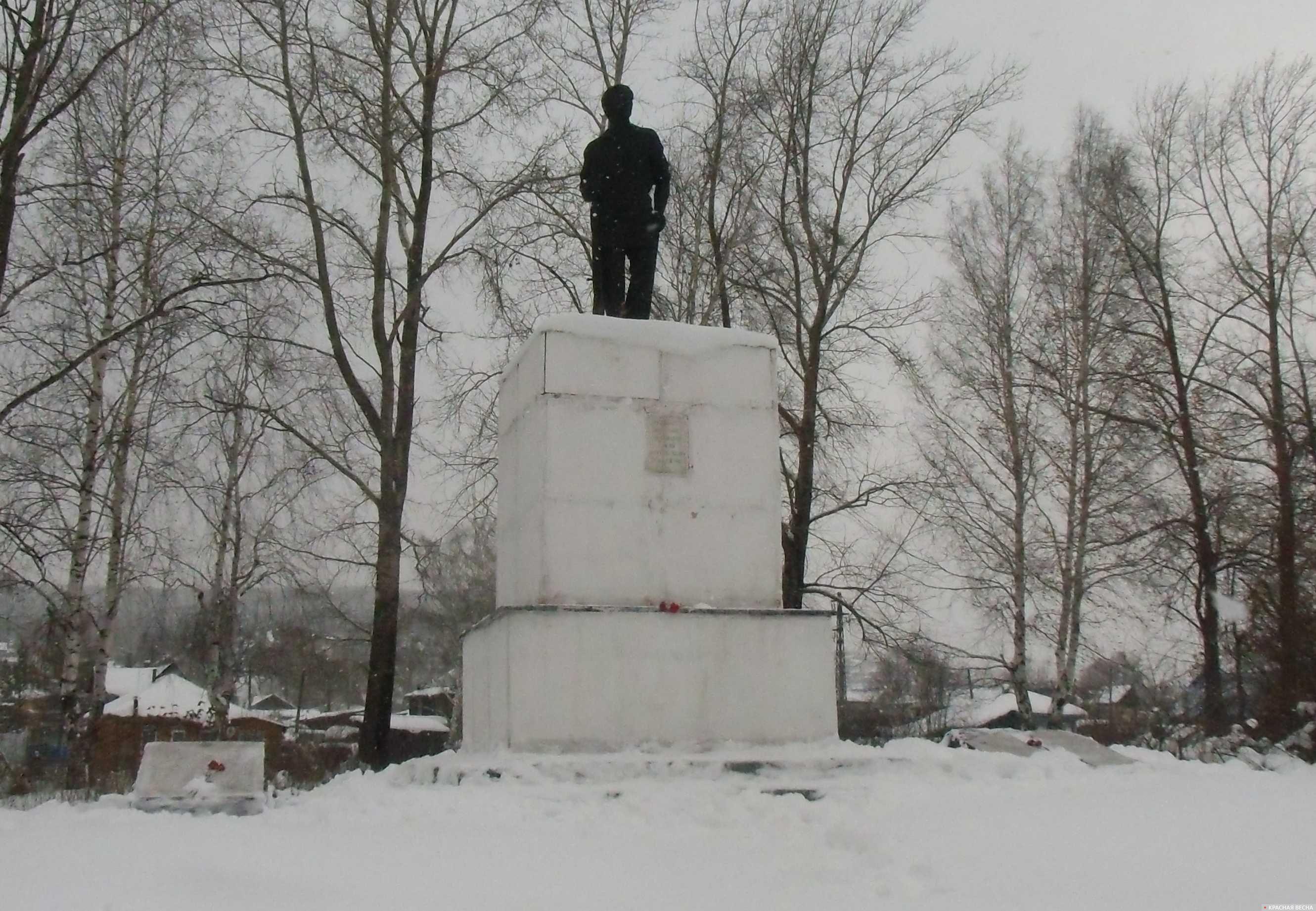Братская могила и памятник златоустовских красногвардейцев, принявших бой с белочехами в мае 1918 года на станции Златоуст