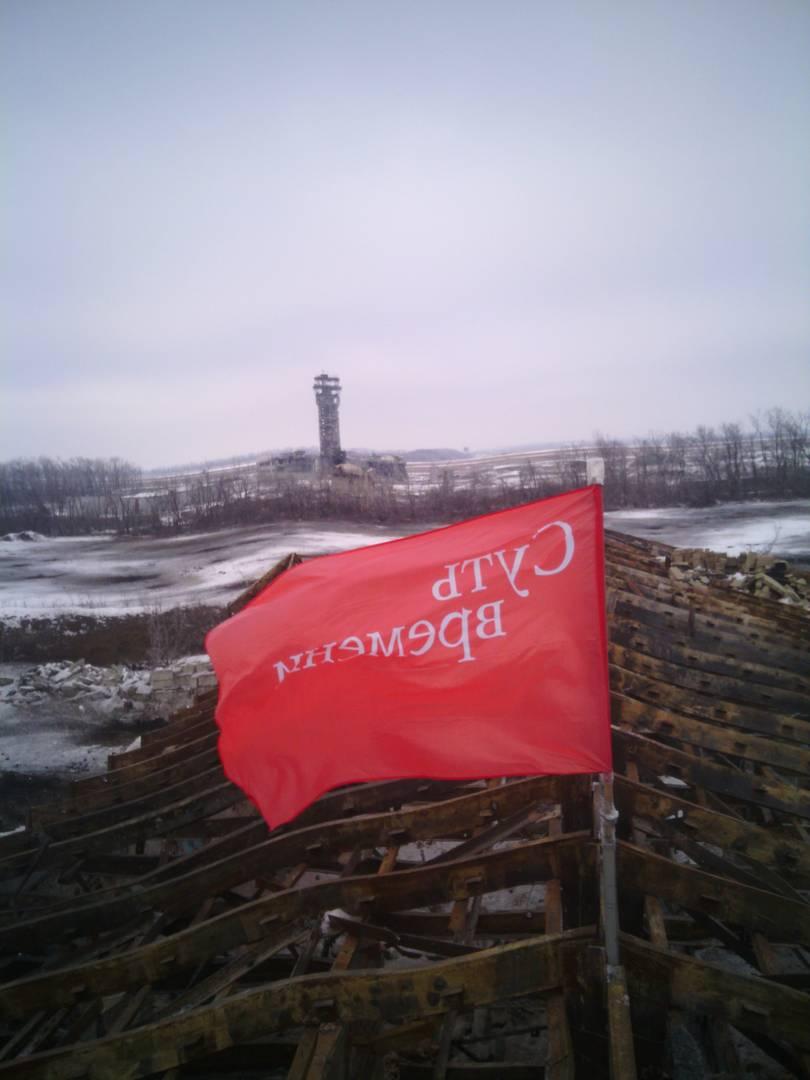 Вид на диспетчерскую вышку Донецкого аэропорта с позиции «Монастырь». Декабрь 2014