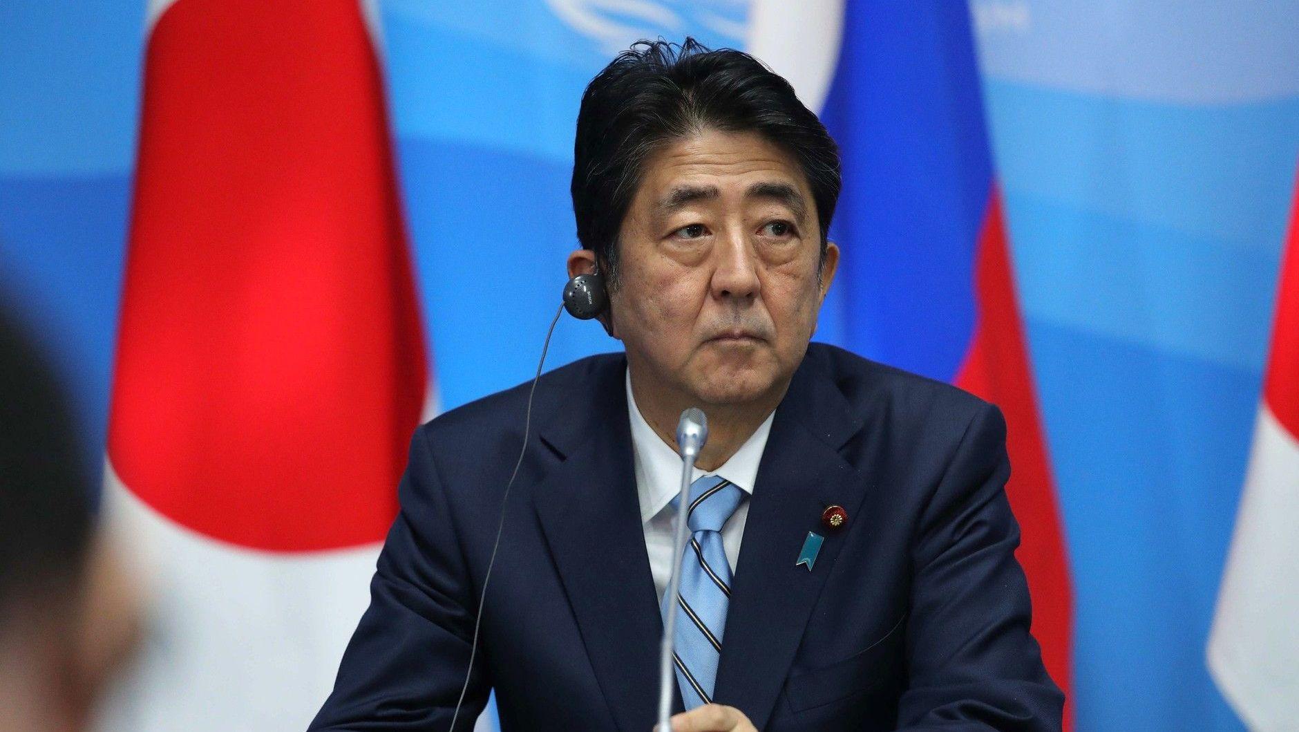 Премьер: Безопасность Японии оказалась под угрозой впервый раз после 2-ой мировой войны