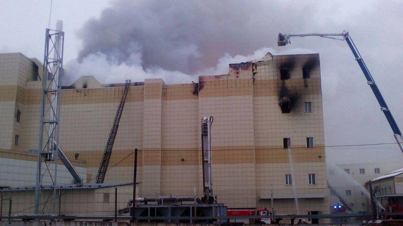 Прибывший первым кТЦ вКемерово пожарный поведал отушении огня