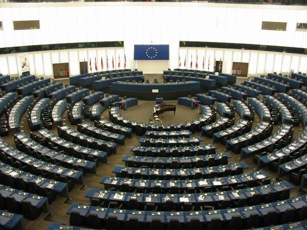 Зал заседаний европейского парламента в Страсбурге, автор: Cédric Puisney, лицензия: CC BY SA 3.0