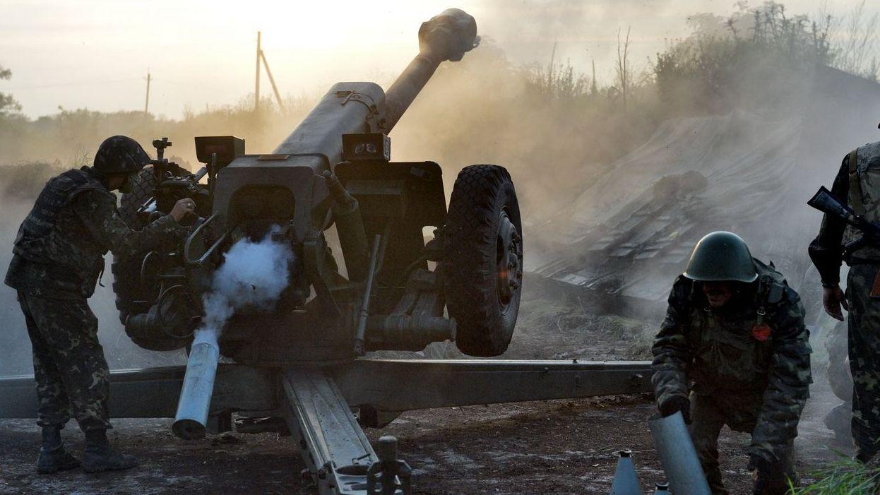 Украинская артиллерия ведёт обстрел