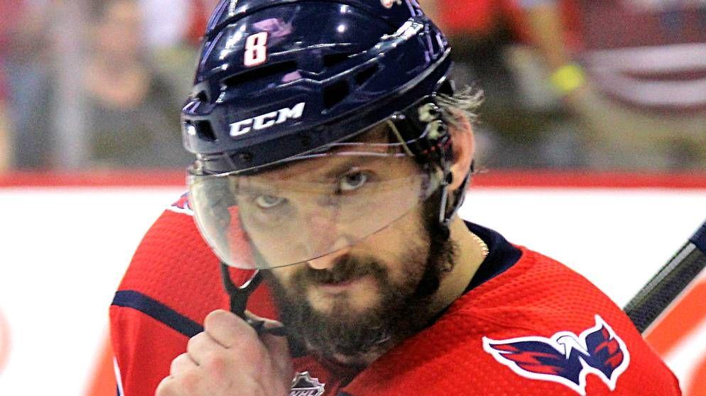 Овечкин признан первой звездой стартового матча нового сезона НХЛ