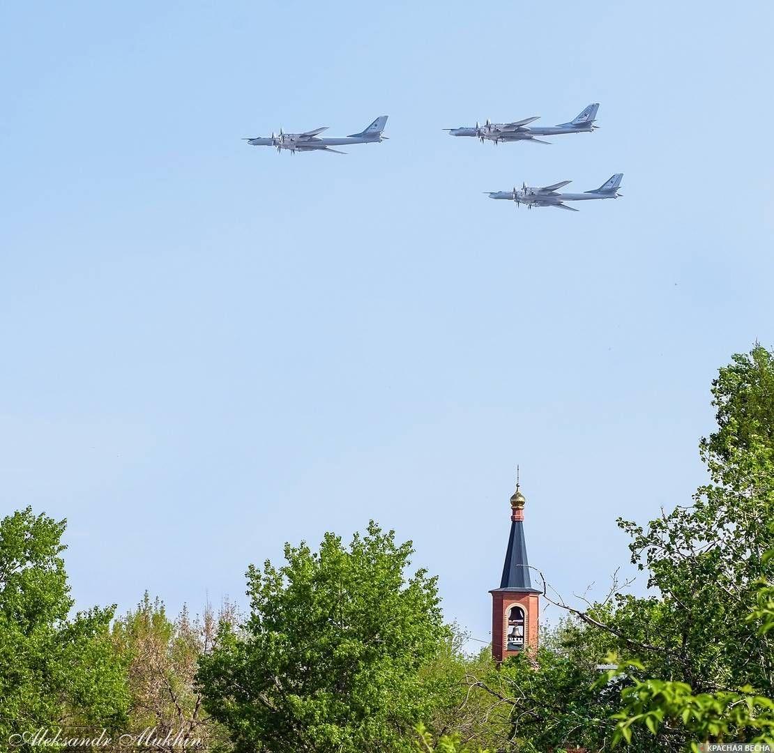 «ТУ-95 летят на парад в Москву». Энгельс. 09.05.2019