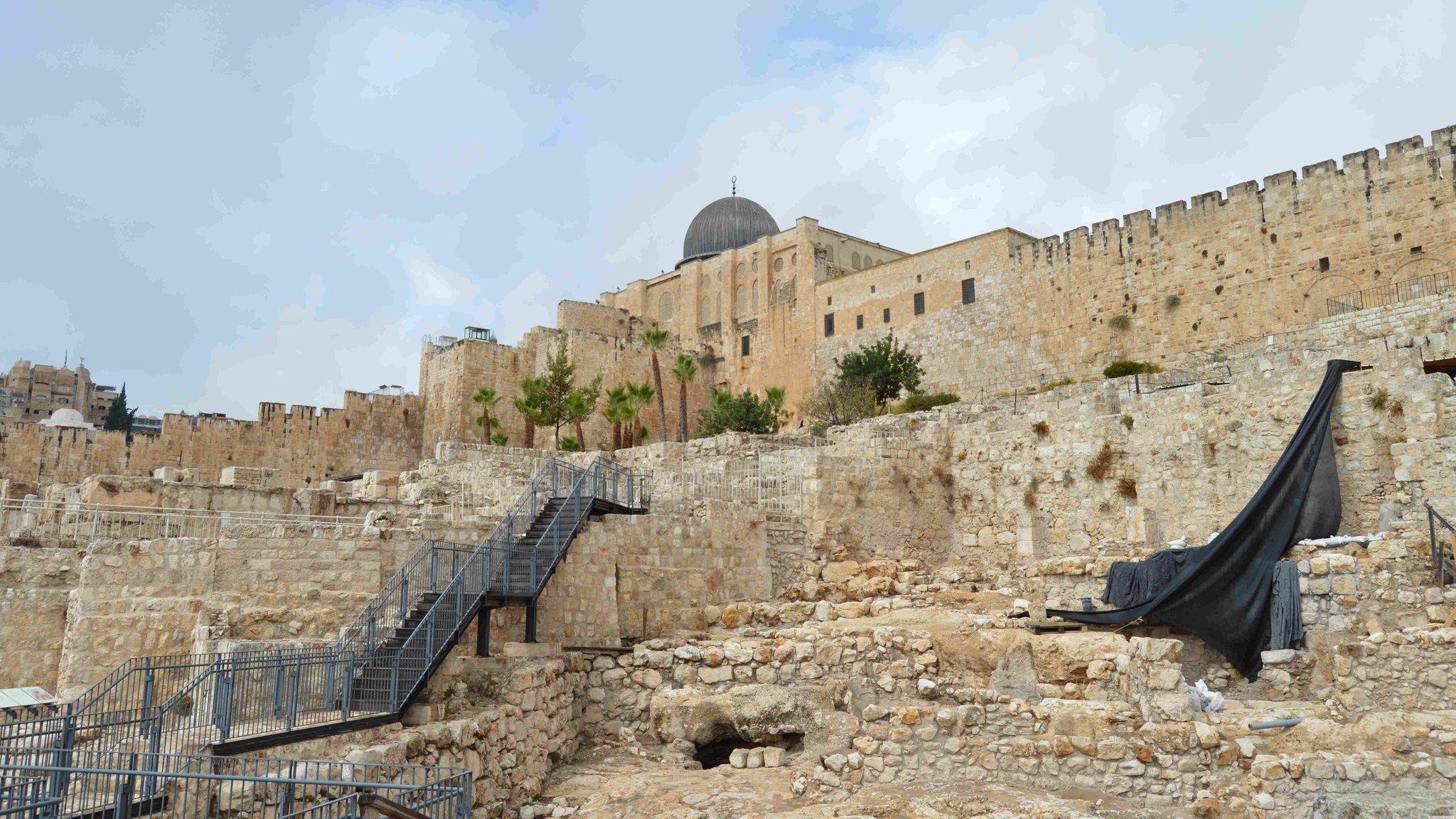 Раскопки у стены Старого Города . Иерусалим