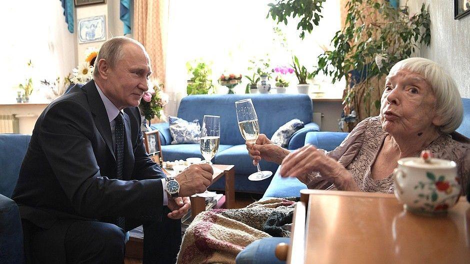 Алексеева: Комиссия попомилованиям одобрила прошение Изместьева