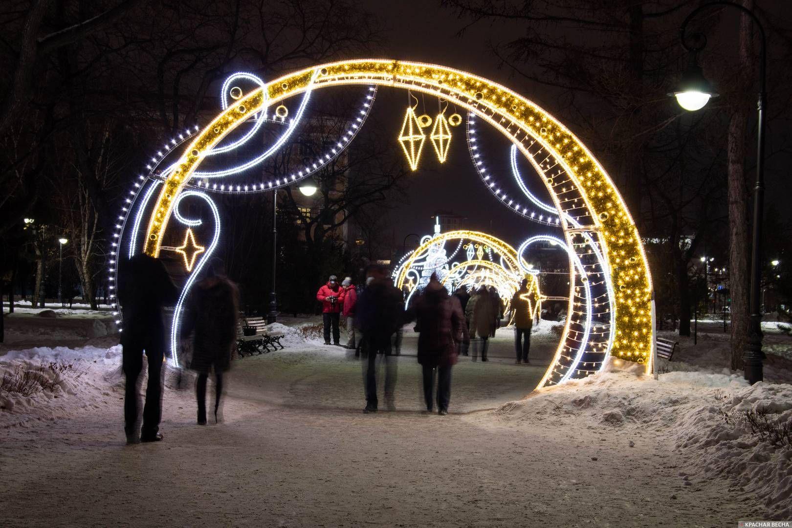 Аллея из светящихся арок