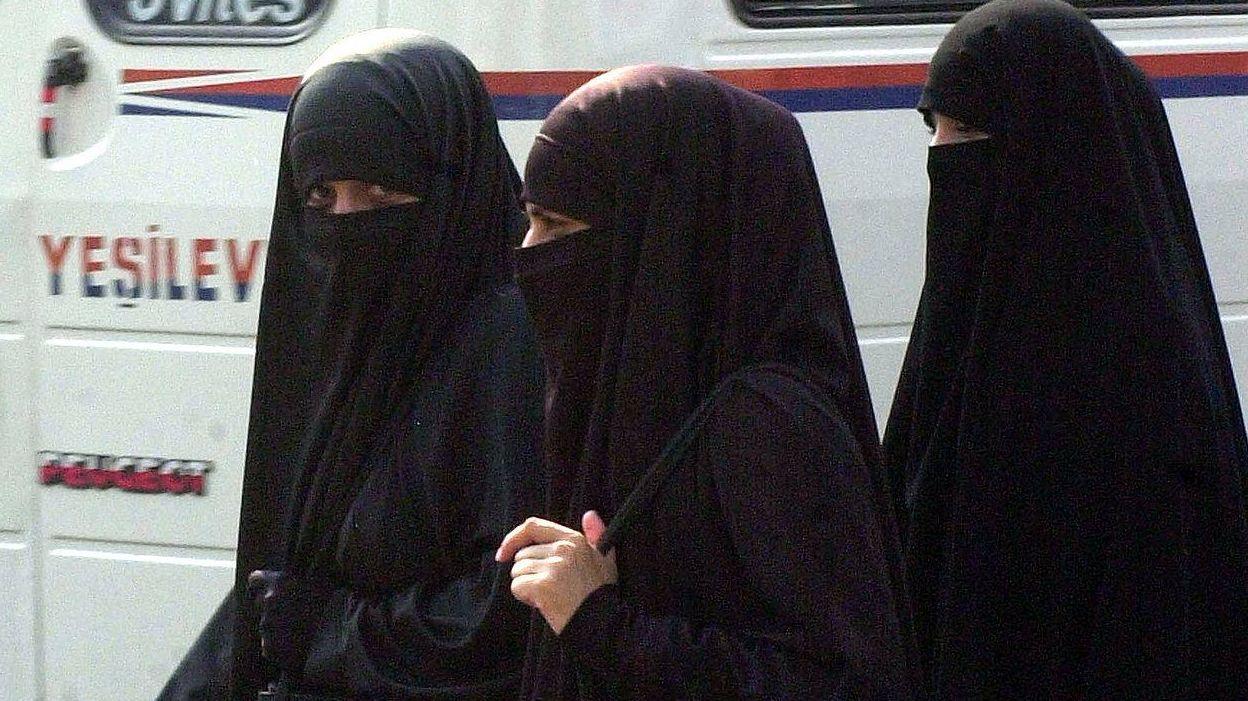 Женщины одетые в никаб