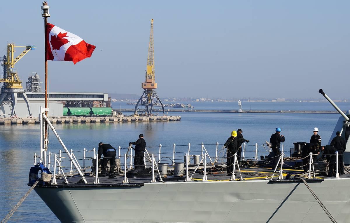 Фрегат «Торонто» ВСМ Канады в порту Одессы