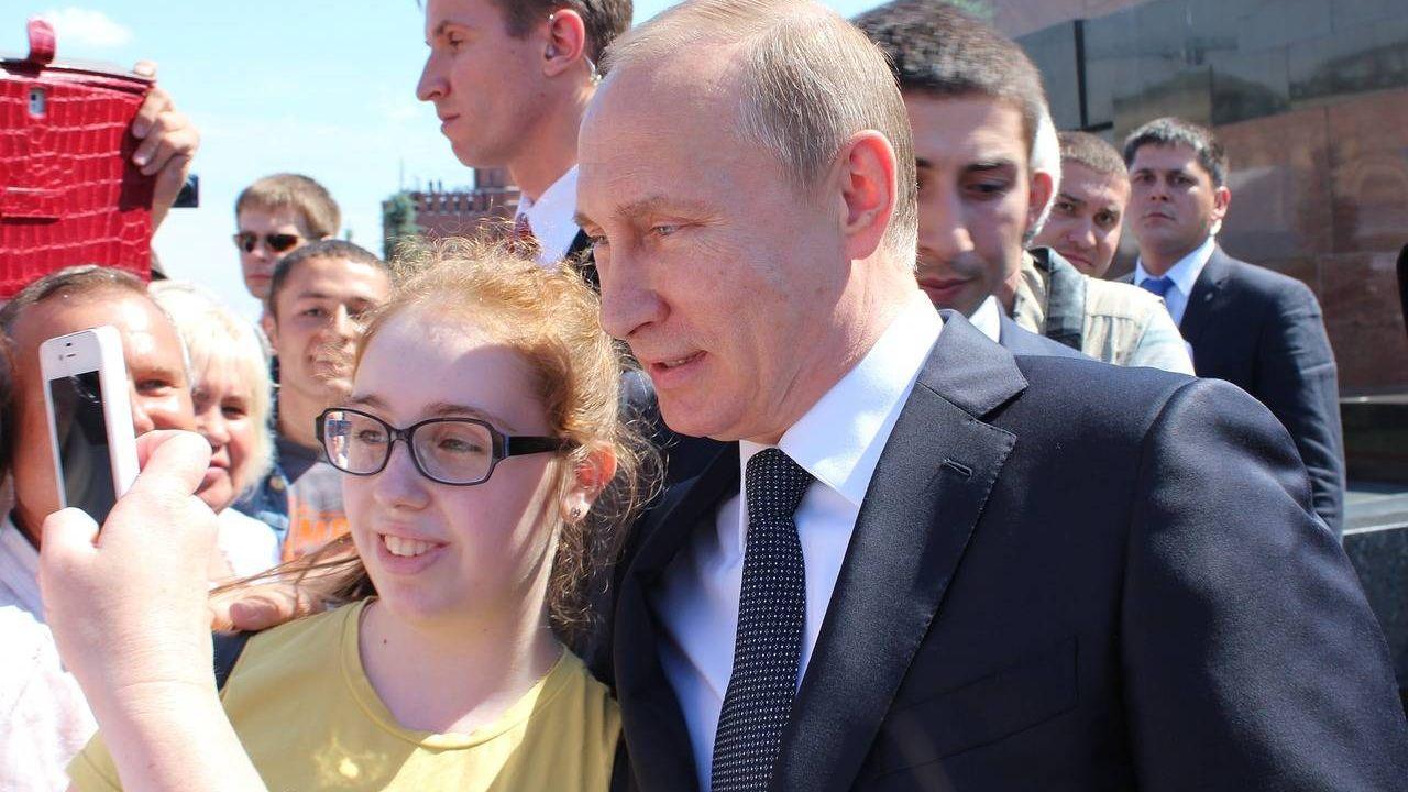 Владимир Путин общается с людьми