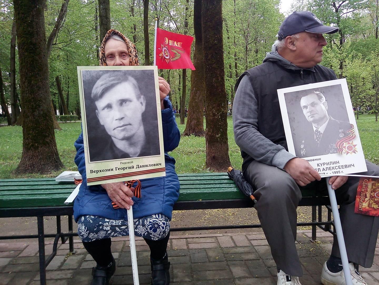 В ожидании шествия «Бессмертного полка». Смоленск (Анна Малашенкова @ ИА Красная Весна)