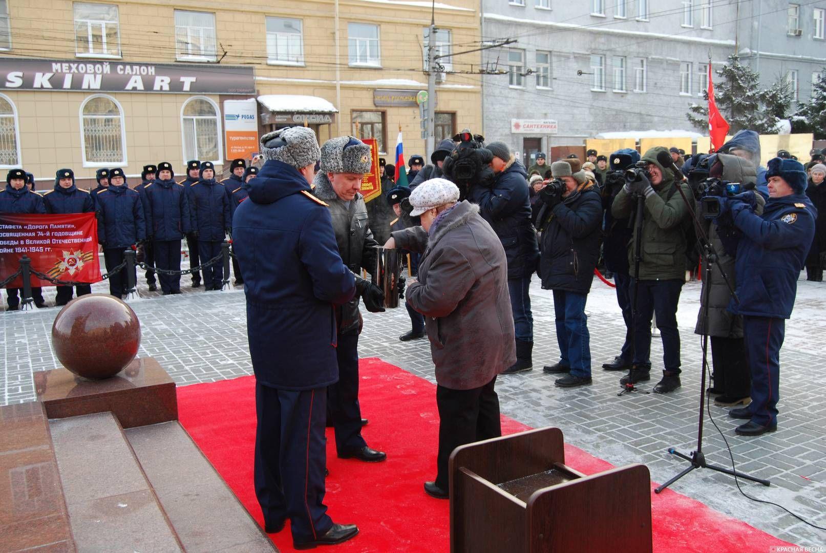 Закладка вымпела и земли городов-героев в капсулу памяти. Новосибирск