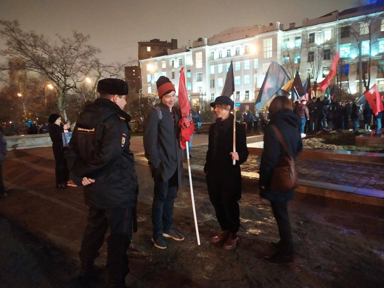 На митинге леваков