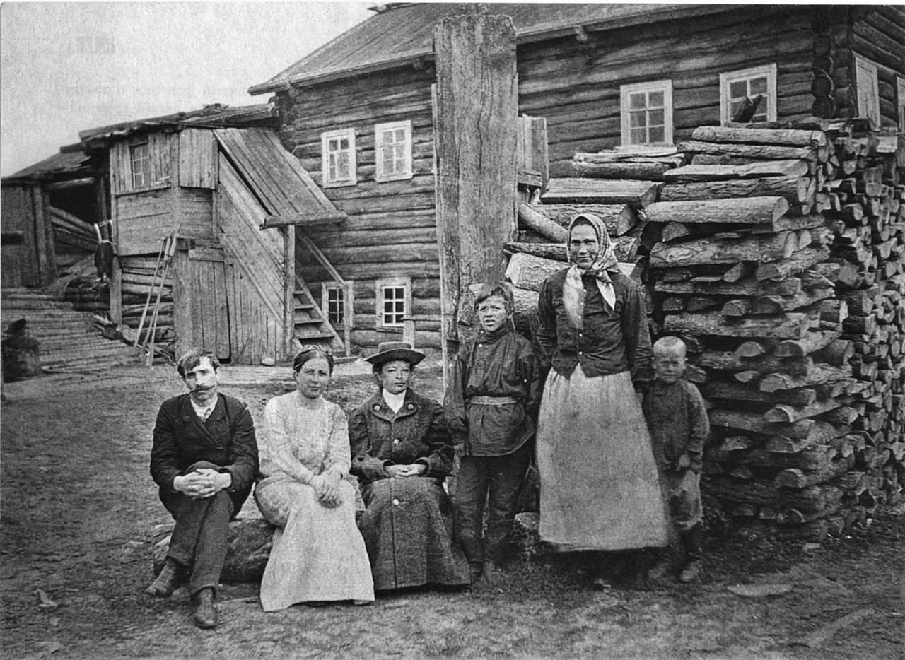 Александр Грин с женой Верой Павловной в деревне Великий Бор в Архангельской области в 1911 году